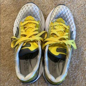 Saucony cortana running shoes - sz 6.5